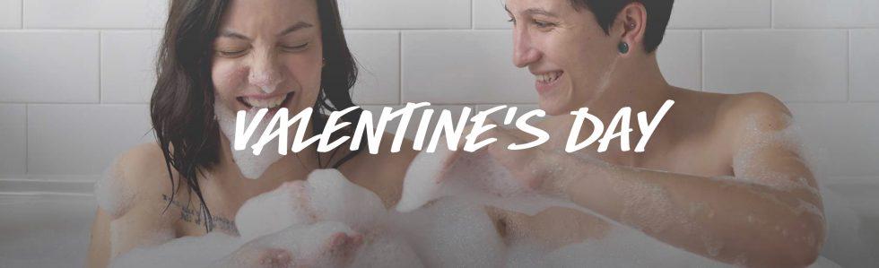 Lush toont Lesbisch koppel in bad