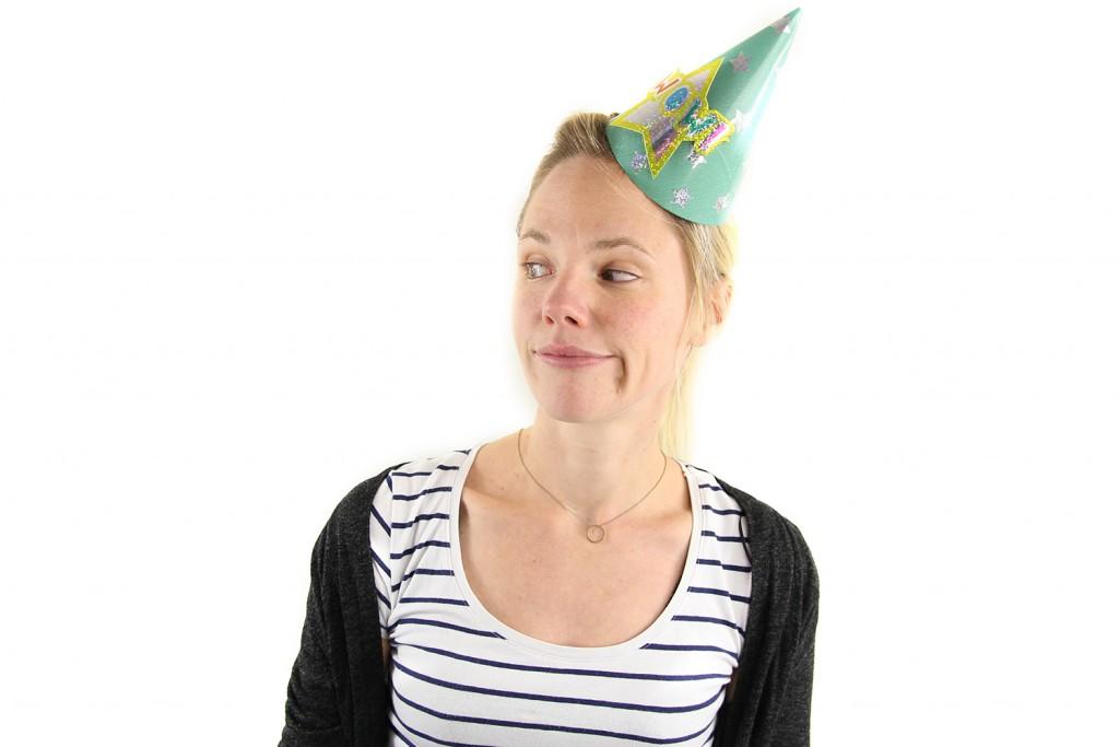 7. Stiltes Niets is zo ongemakkelijk op een verjaardag als stiltes. Een groep mensen die weinig met elkaar heeft of gewoonweg niet weet waarover te praten en een gangmaker die ontbreekt. Iemand die de stilte ongemakkelijk probeert te doorbreken door opmerkingen à la 'En, voel je je al 25?' of 'Nou, wat een mooi weer op je verjaardag hè!' NOOooo. Stiltes op verjaardagen zijn zo vervelend.