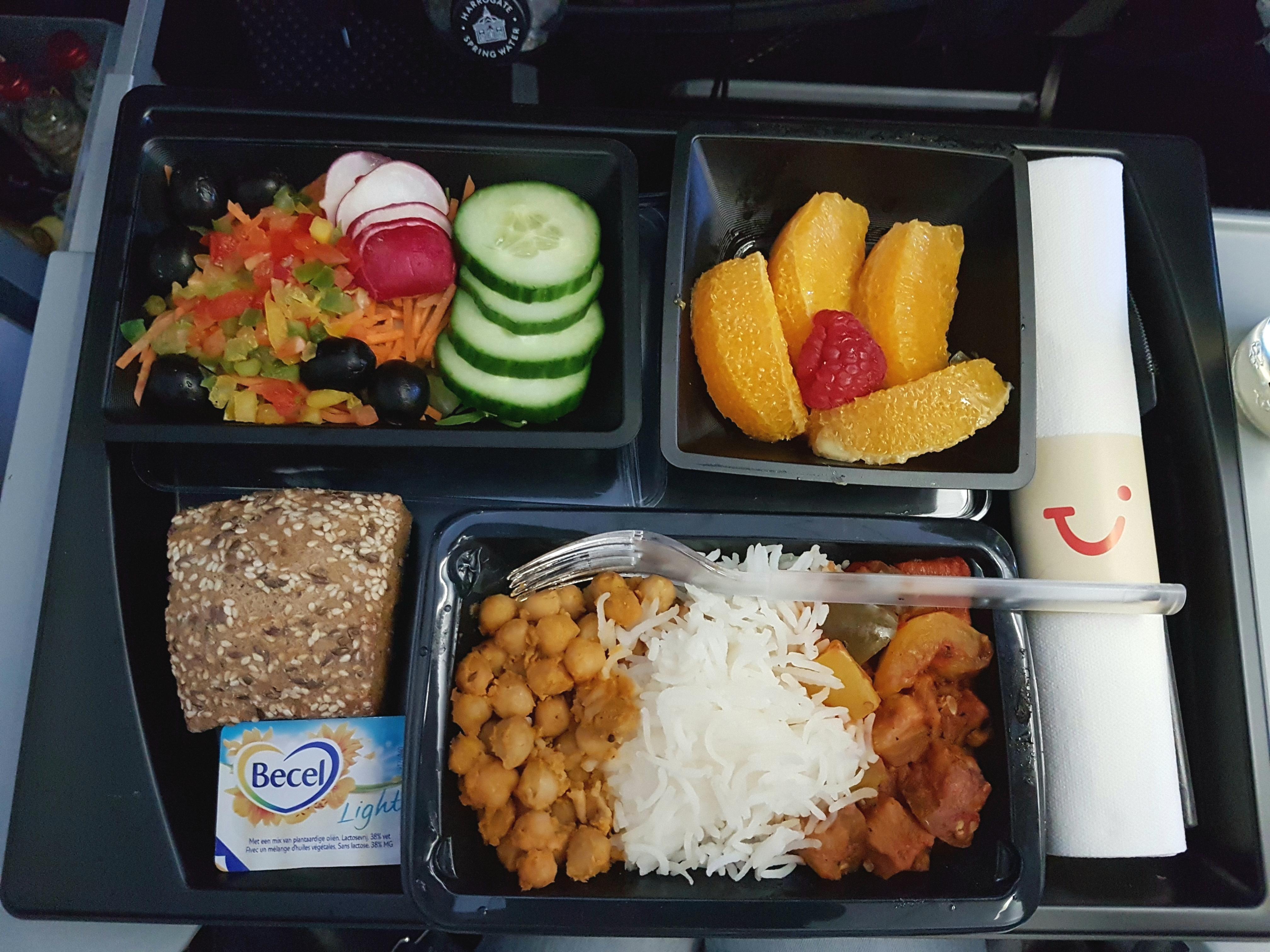 vliegtuig maaltijd tui